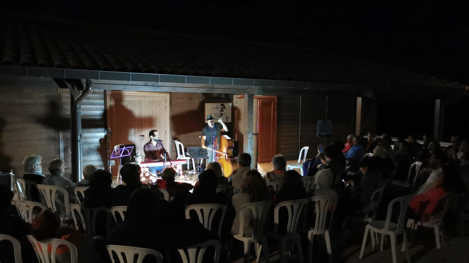 Més de 80 persones viuen el concert del Raül Benéitez a l'Observatori de Pujalt