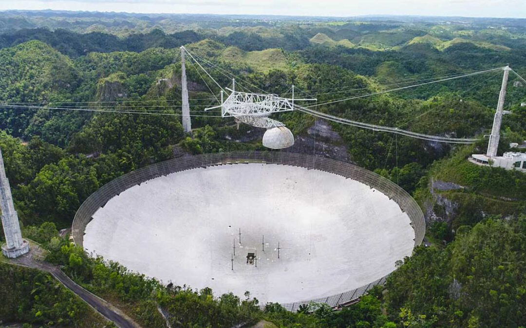 El radiotelescopi d'Aricebo rep greus danys i perillosos que faran desmantellar i desaparèixer l'observatori
